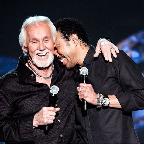 Lionel Richie pays tribute to Kenny Rogers | Buzz