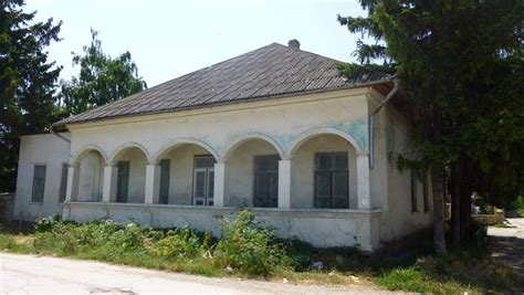 In Moldova, a synagogue with a terrible history is for